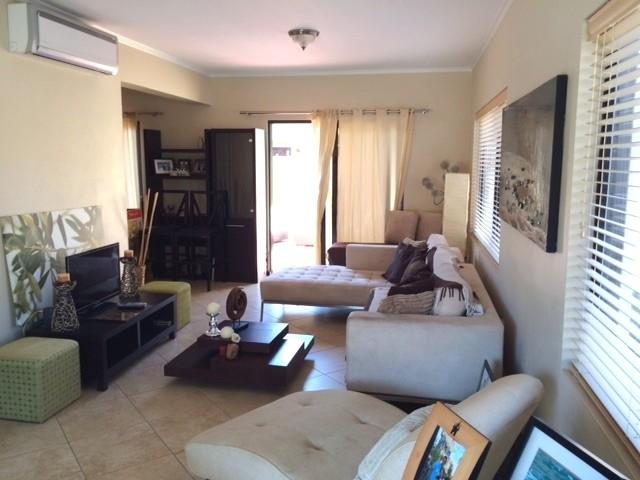 Schitterende volledig gemeubileerde woning in prestigieus resort re max bonbini aruba - Gemeubileerde woonkamer ...