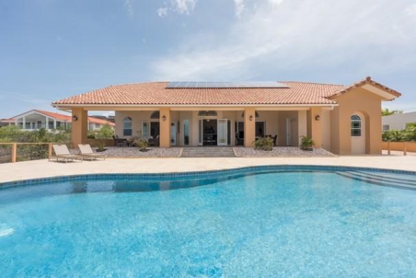 Te koop huis aan zee in curacao met eigen zwembad op for Eigen huis te koop