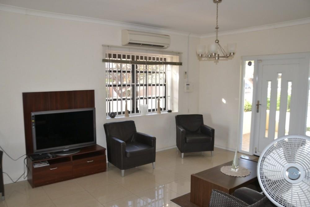 On gemeubileerde zeer centraal gelegen nette woning re max bonbini curacao - Gemeubileerde woonkamer ...