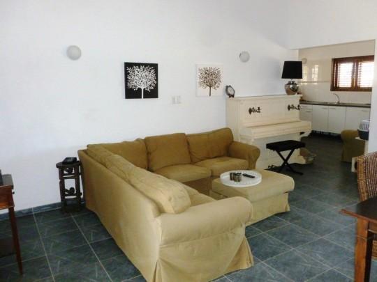 Te koop nieuwbouw bungalow in landhuisstijl op grote berg re max bonbini curacao - Grijze hoofdslaapkamer ...