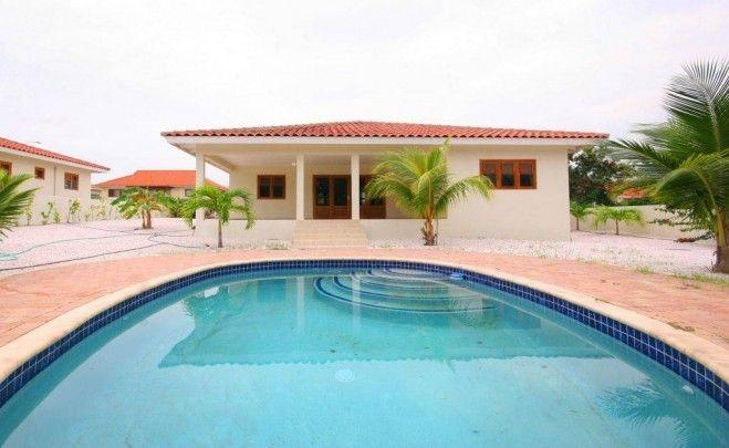 Te huur vrijstaand huis met zwembad op blue bay resort in for Huis met tuin te huur rotterdam