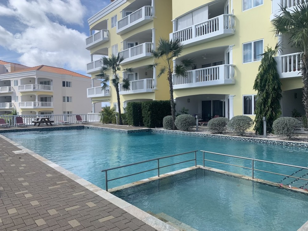 RE/MAX real estate, Curacao, Blue Bay, Blue Bay: Fully renovated 2-bedroom apartment on ground floor