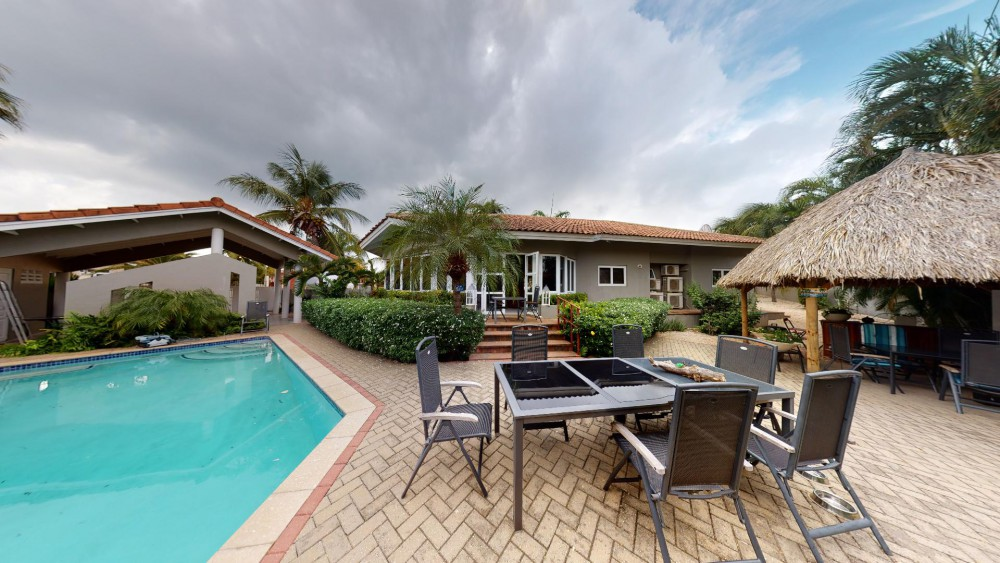 RE/MAX real estate, Curacao, Jan Thiel, Beautiful family home with pool in a quiet part of Vista Royal