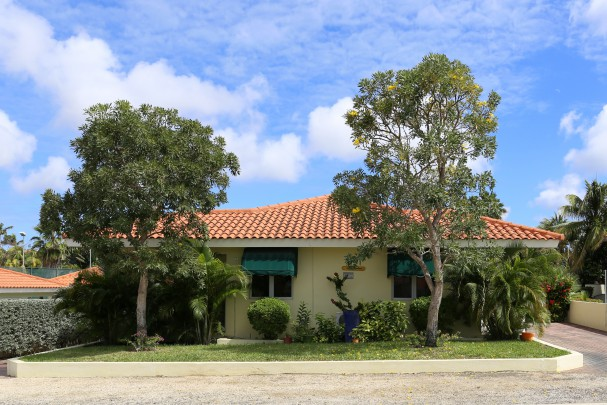 Jan Thiel- Beautiful detached tropical home in a safe and quiet resort