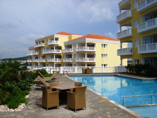 Furnished apartment with sea view on golf resort with pool and beach