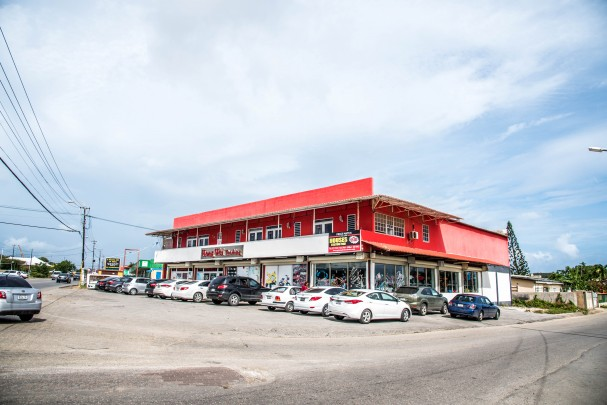 Santa Maria - Great commercial building with quick ROI
