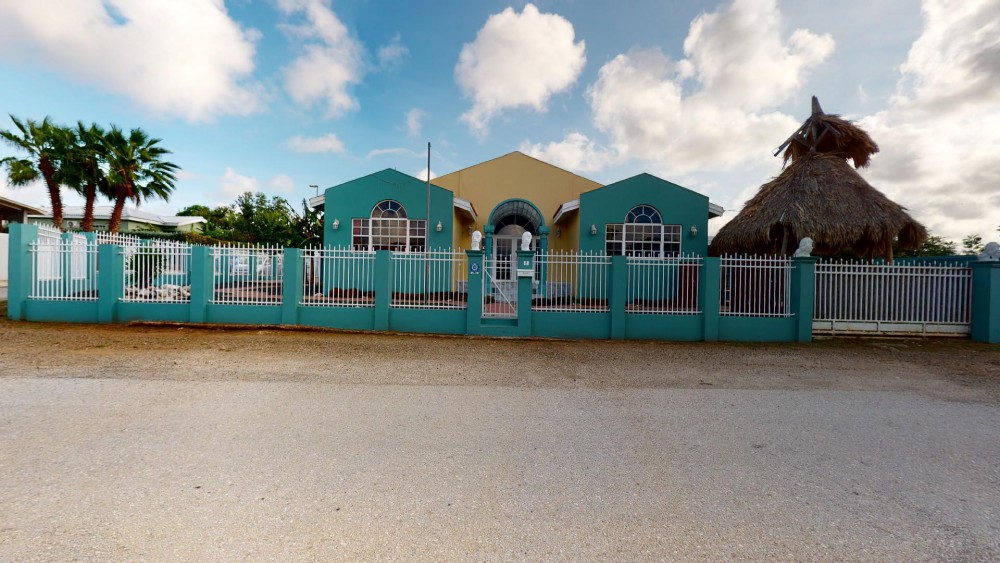 RE/MAX real estate, Curacao, Sunset Heights, Sunset Heights - Well maintained family home with pool on gated resort