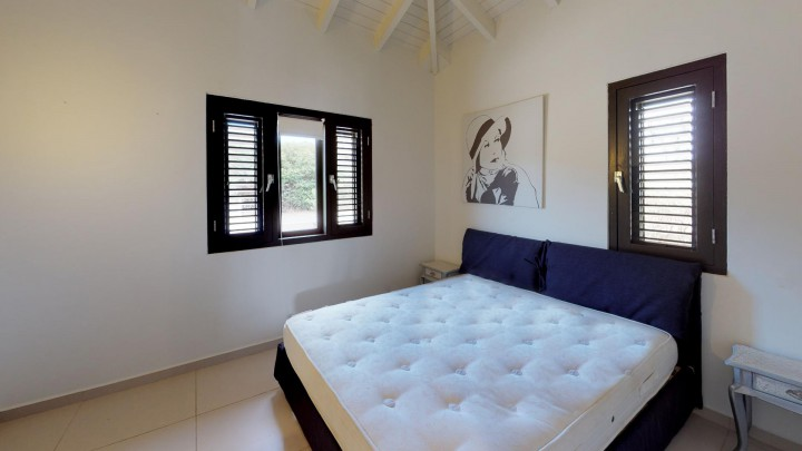 Blue Bay BJ5 - ​​Modern home for sale with a pool on the golf course