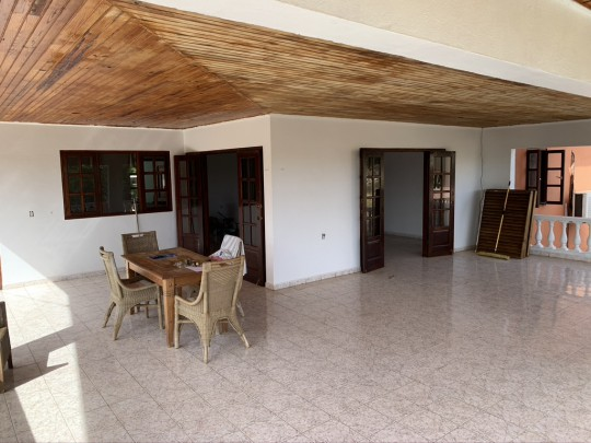 Nice rental house with large covered terrace and enclosed garden