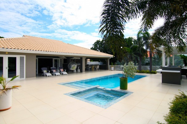 Blue Bay Resort - Family home with pool on golf course