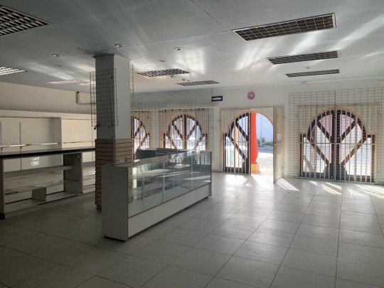 Brievengat - Commercial space for rent including storage space