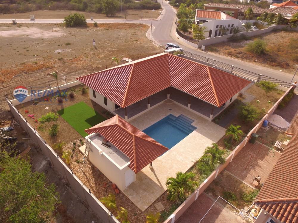 Luxueuze 4 slaapkamer villa met zwembad te koop op resort for Te koop inbouw zwembad
