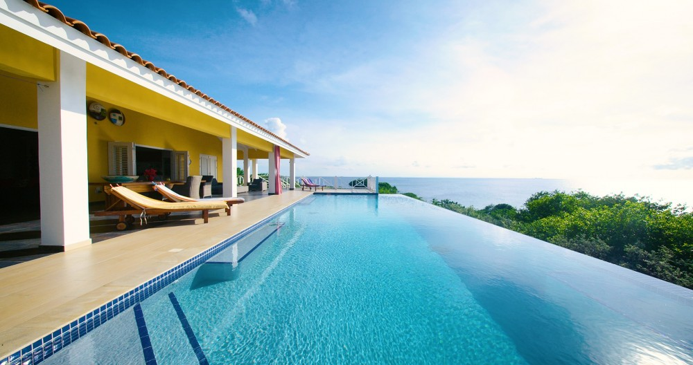 RE/MAX real estate, Curacao, Blue Bay, Oceanfront villa for sale on golf course with pool and ocean view