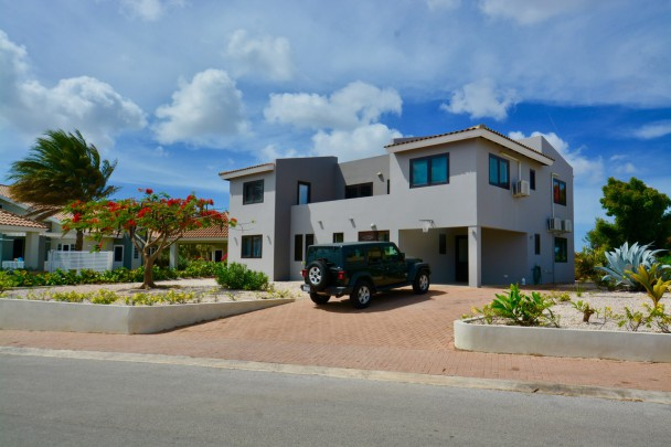 Blue Bay BB35 - 4 bedroom house with pool and sea view incl. lease