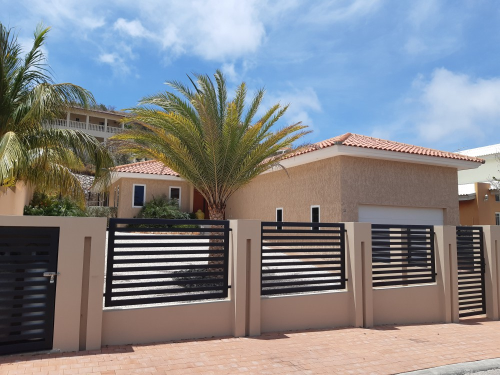 RE/MAX real estate, Curacao, Sun Valley, Sun Valley - Beautiful sleek home for sale