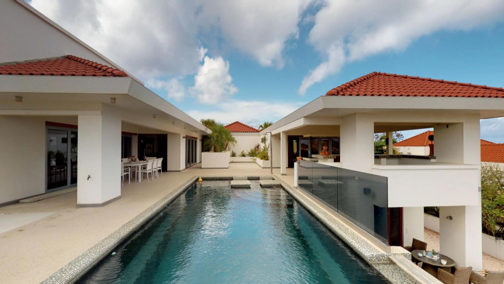 RE/MAX real estate, Curacao, Blue Bay, Blue Bay Resort: Mansion with guest studios, ocean views and two pools