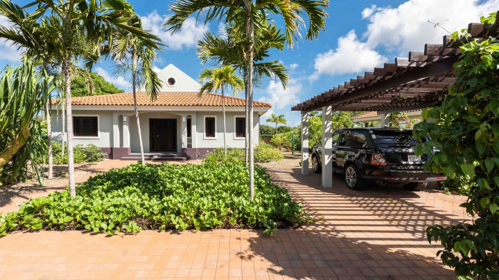 BJ3: 3 bedroom home for sale with private pool and view on golf course