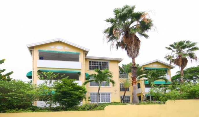 RE/MAX real estate, Curacao, Blue Bay, Spacious modern 2-bedroom apartment on ground floor near beach!