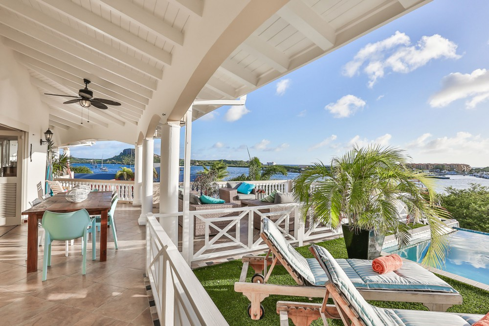 RE/MAX real estate, Curacao, Brakkeput Abou, Brakkeput - Beautiful villa with guest apartment and gorgeous view