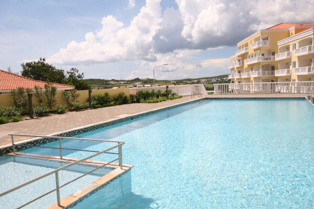 RE/MAX real estate, Curacao, Blue Bay, Furnished apartment with sea view on golf resort with pool and beach