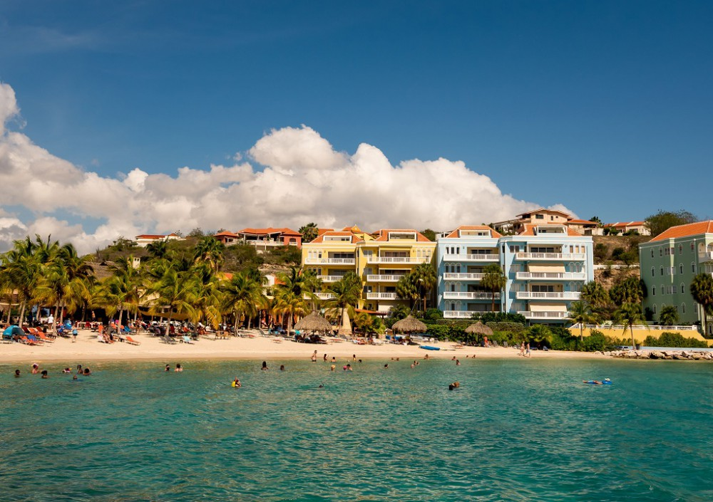 RE/MAX real estate, Curacao, Blue Bay, Beautiful three bedroom apartment with sea view next to Blue Bay beach