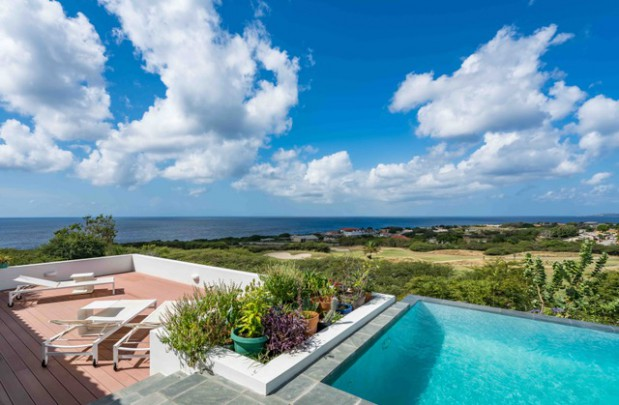Blue Bay:Contemporary villa with sea view and guest apartment for rent