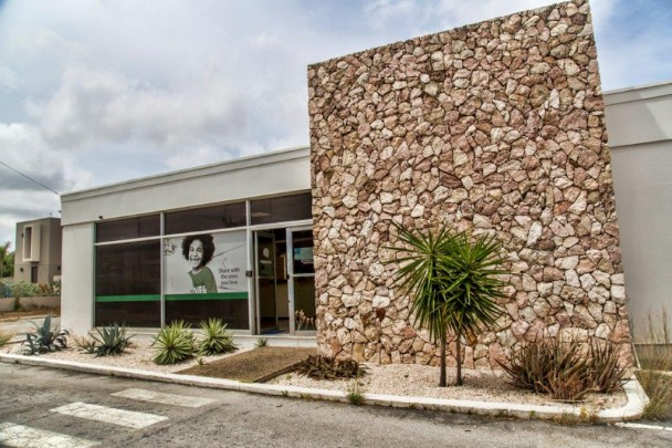 Rooi Catootje -multi functional commercial building with parking space
