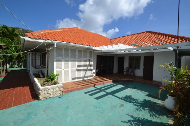 Spacious house for sale in Otrobanda - very competitive pricing!
