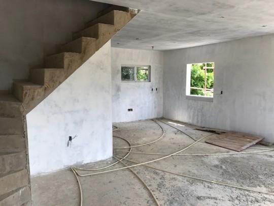 Een geweldig investeringsproject twee woningen voor de prijs van n - Binnenkomst layouts ...