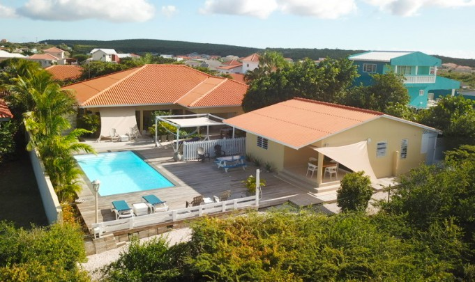 Grote Berg - Renovated villa with swimming pool and apartment