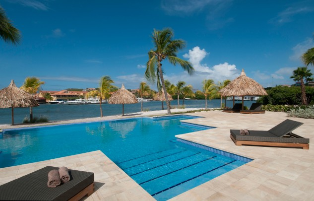 Amazing views! For sale: Waterfront apartment in La Maya Curacao