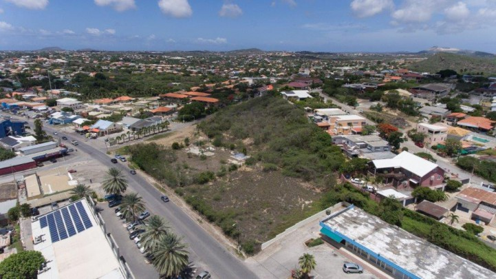 Three plots of land located on the Dr. M. J. Hugenholtzweg for sale