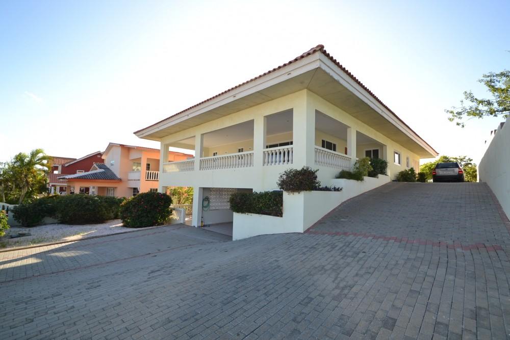 Ruime woning met beneden appartement in koraal partier te huur - Huis te huur ...