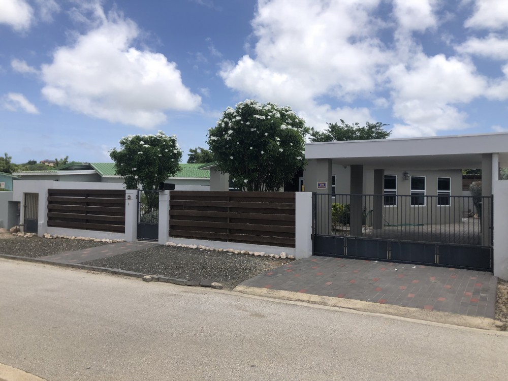 RE/MAX real estate, Curacao, Brakkeput Abou, Modern and spacious 3 bedroom home for rent