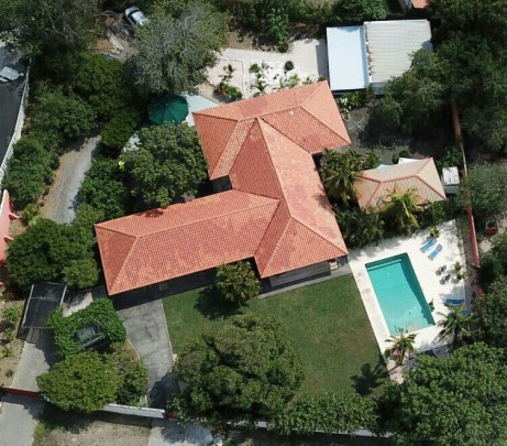 Julianadorp - Original tropical house with pool and two apartments
