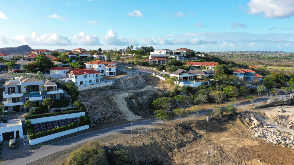 RE/MAX real estate, Curacao, Blue Bay, Blue Bay BT-22 - Large lot to build a house and close to the beach