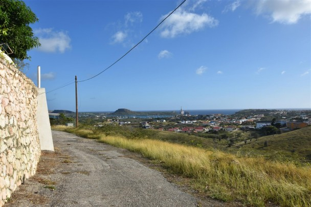 Large lot close to beach,amazing view – perfect for building a resort