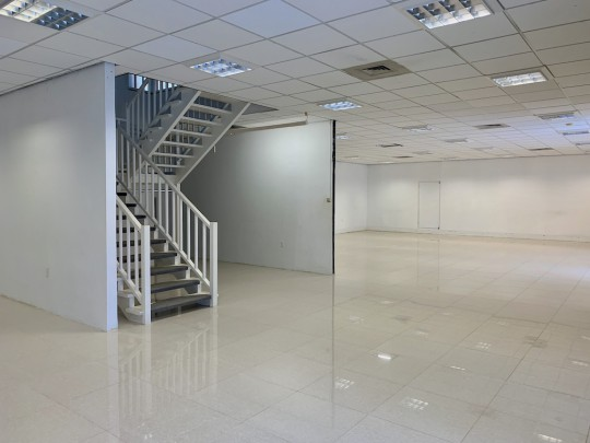 Salinja - Spectacular spacious commercial building in financial heart