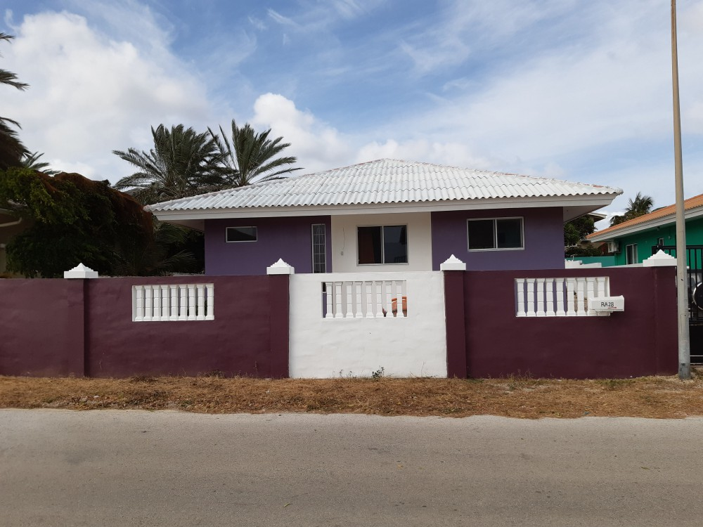 RE/MAX real estate, Curacao, Grote Berg, Grote Berg - Lovely affordable house with 3 bedrooms for sale