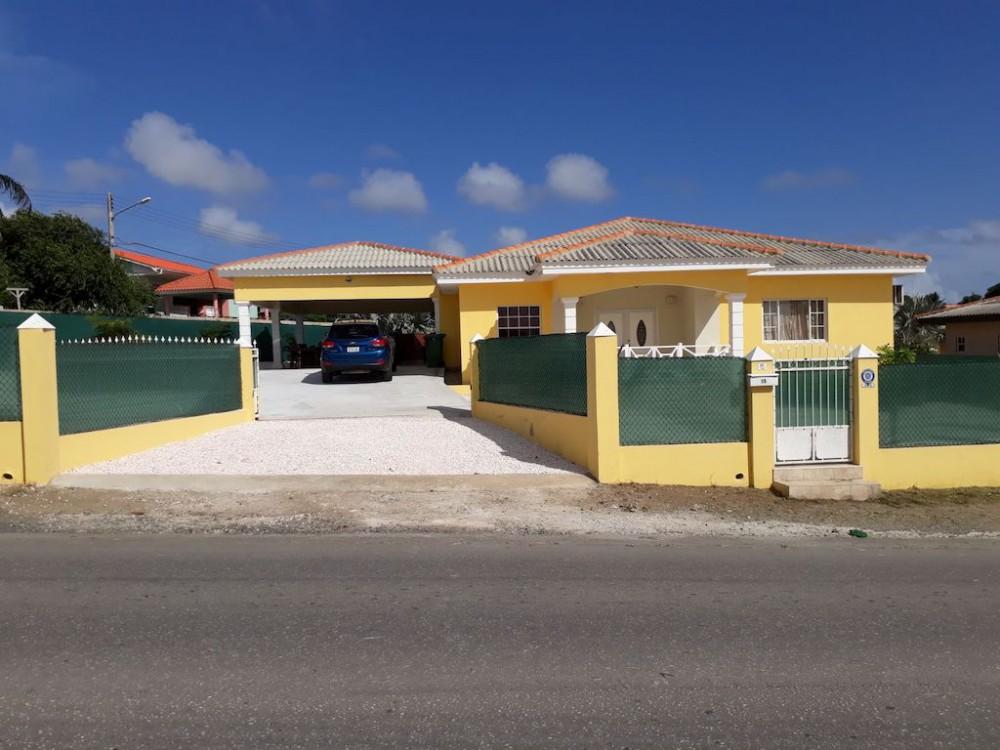 RE/MAX real estate, Curacao, Montaña, Montaña - Family house for rent