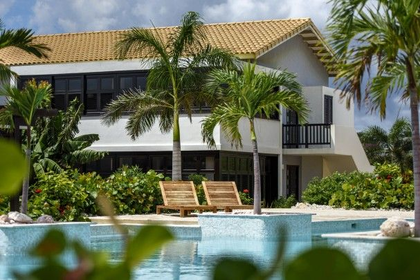 Apartments & villas with pool on golf course - furnished and decorated