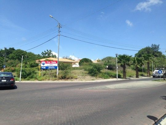 Salinja - Beautiful corner lot on Caracasbaaiweg on busy intersection