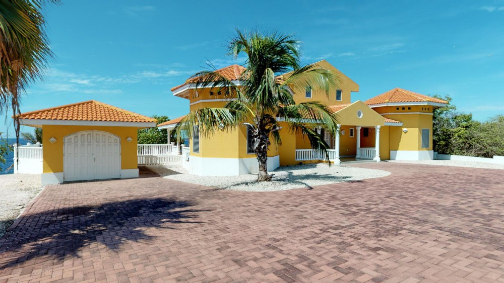 RE/MAX real estate, Curacao, Rif Sint Marie, Oceanfront house w. pool in gated community - vacation rental property