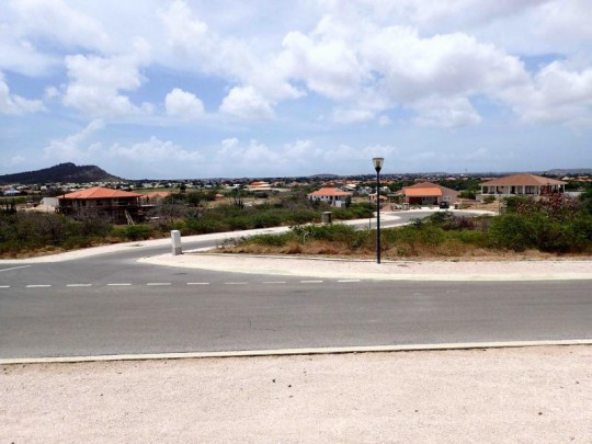 BD-50 - Nice and centrally located lot for sale on Blue Bay