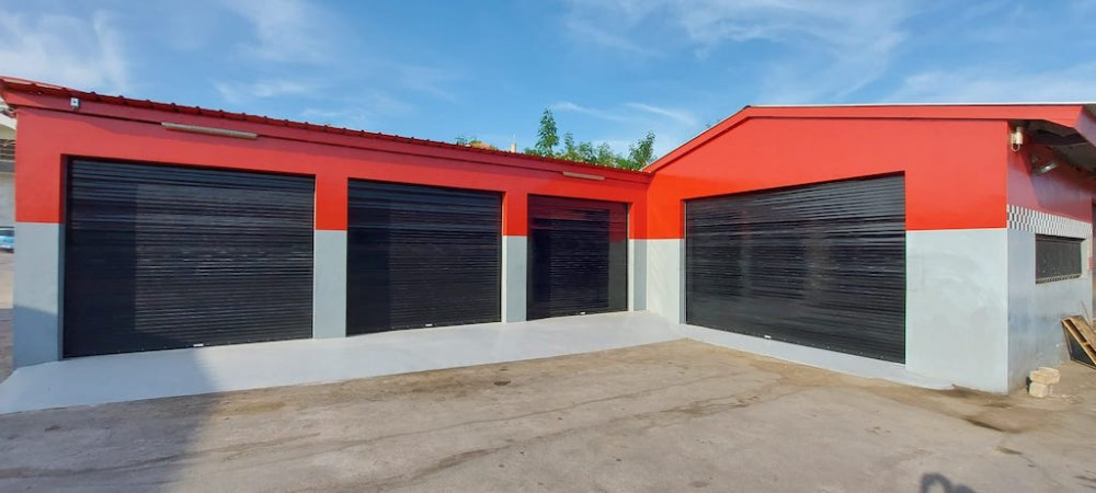 RE/MAX real estate, Curacao, Curacao, Rooseveltweg - Commercial space for rent on main road