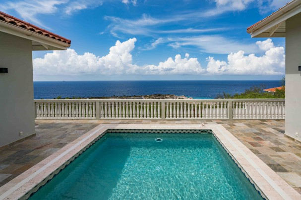 Blue Bay BT-13: Spacious sea view villa with 6 bedrooms.