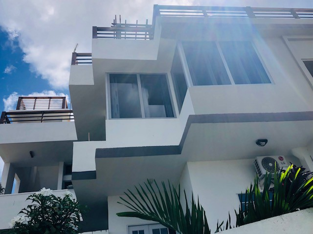 RE/MAX real estate, Curacao, Salinja, Salinja - This large, 8 bedroom home, is now up for sale!