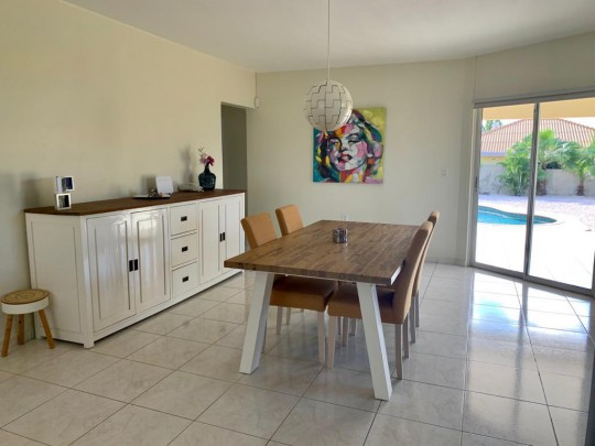Sunset Heights: Beautiful 3 bedroom home with swimming pool