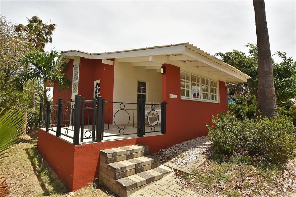 Seru coral resortu modern en gerenoveerde bungalow op beveiligd resort