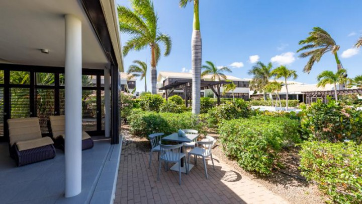 Great price: 2-bedroom apartments for sale with rental pool near beach